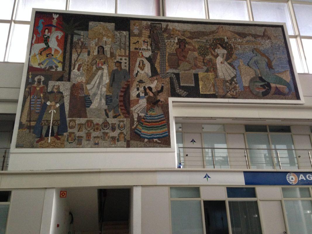 Murales en el aeropuerto de Alicante